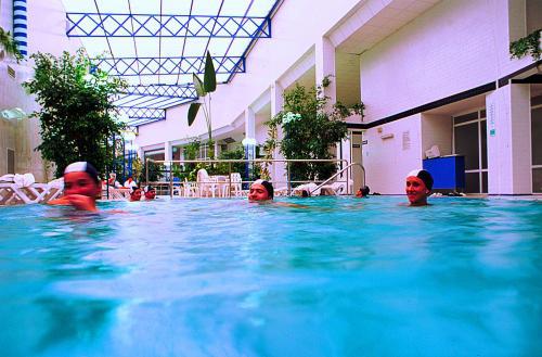 Hotel balneario arnoia caldaria ourense balnearios con encanto - Piscinas interiores climatizadas ...
